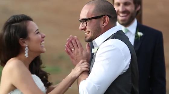 Esperaron 4 años para besarse el día de su boda