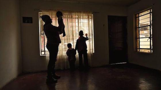 La familia Barbesi llegó hace tres semanas a Lima, tras seis días de viaje por tierra. Fueron estafados por un sujeto que dijo llamarse Alan Ríos, quien está denunciado en la policía y en redes sociales. (Foto: El Comercio Perú)